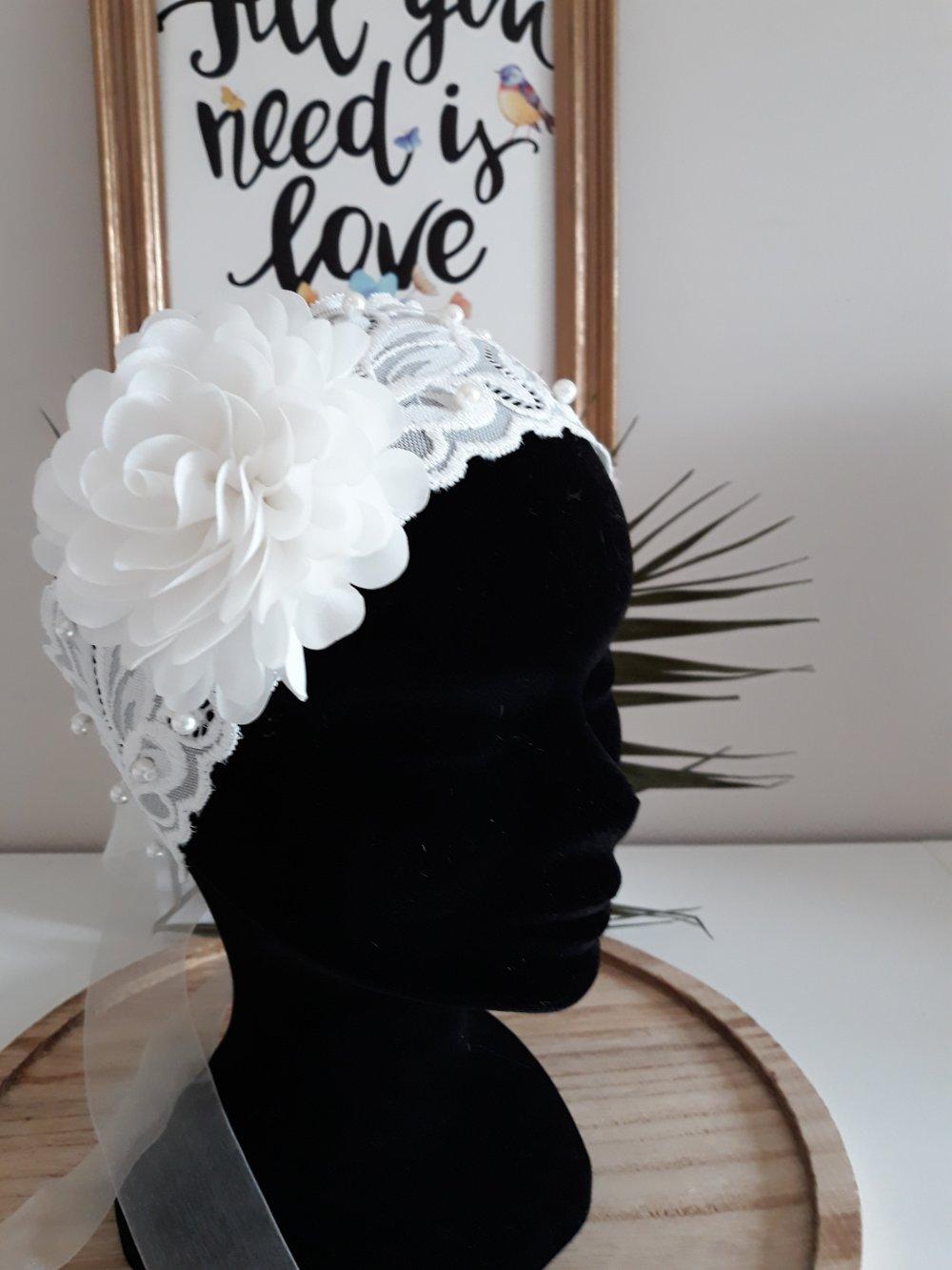 bandeau pour mariées en dentelle extensible, perlé et orné d'une fleur en tissu