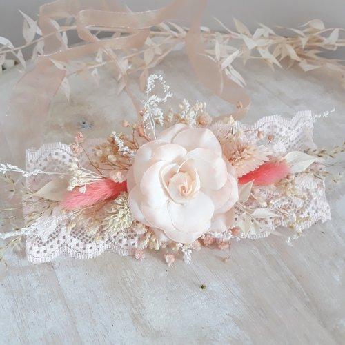 Bracelet en fleurs séchées pour mariée