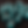 1 perle en céramique vert moucheté noir 6x8mm