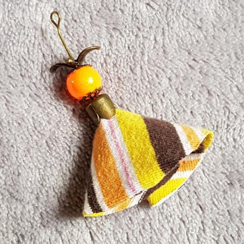 1 montage pompon, marron, jaune, orange en tissu, perle en verre lisse brillante et oiseau, calotte en métal bronze