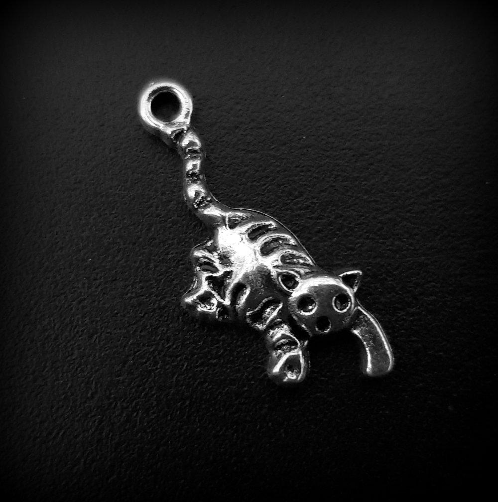 1 breloque pendentif Chat animaux, métal argenté 27x17mm