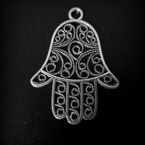 1 pendentif ,breloque main ajourée, métal argenté 56x42mm