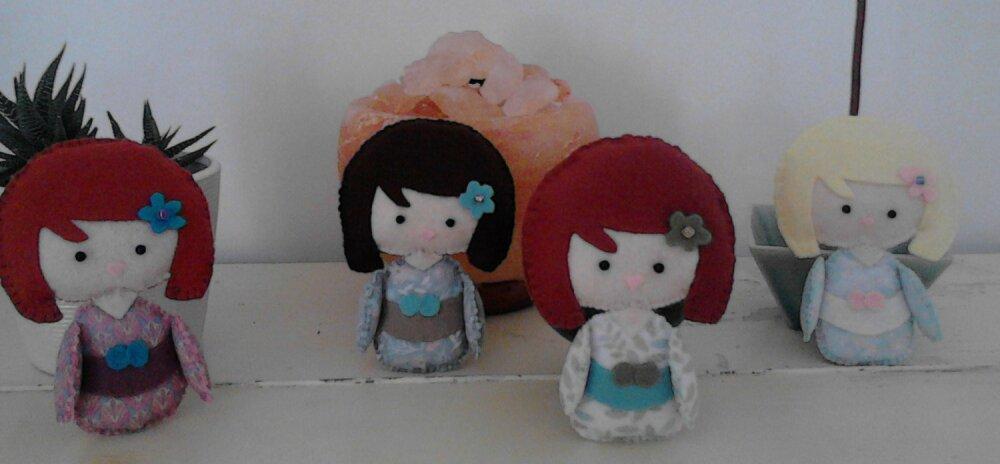 Tutoriel et patrons DIY de couture créative en feutrine pour réaliser vous-même des petites poupées kimonos.