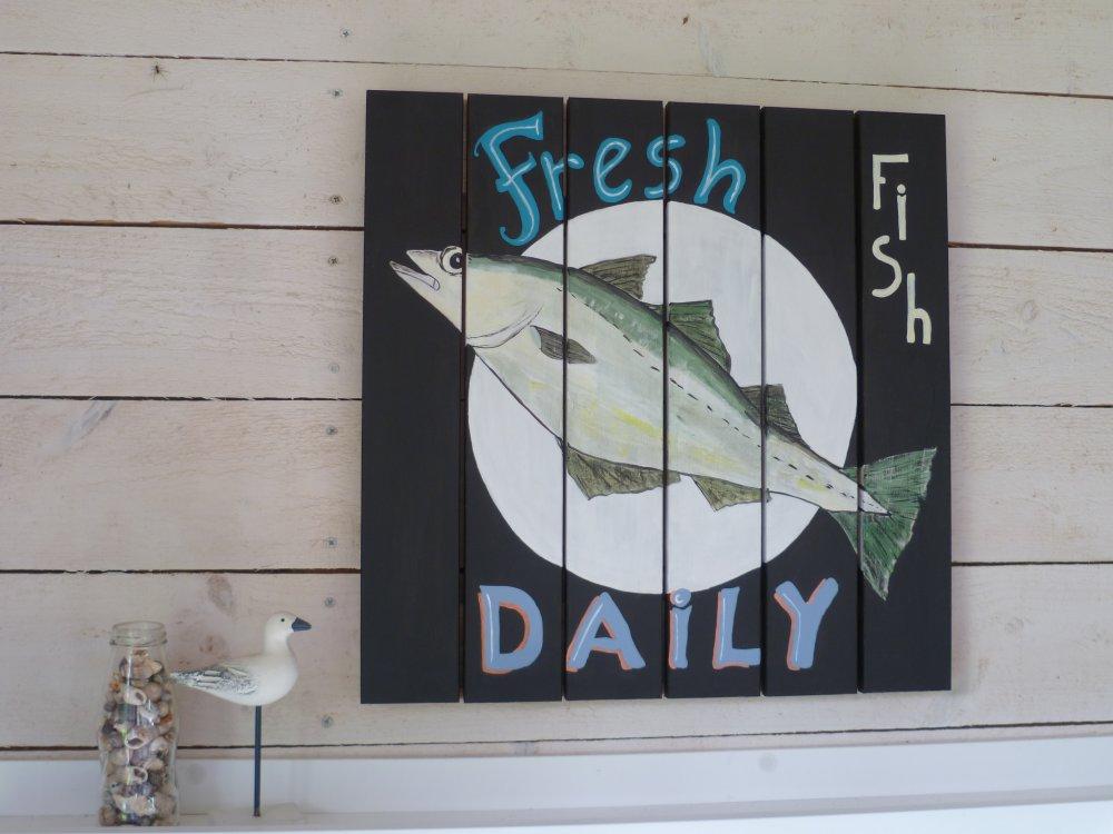 Panneau en bois peint avec un poisson