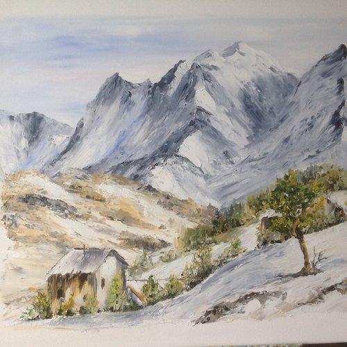 Paysage de neige dans la vallée enneigée