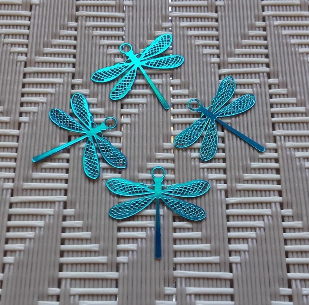 x 4 petites Estampes Libellules Filigranées en métal Bleu Turquoise. 15mm x 14mm.