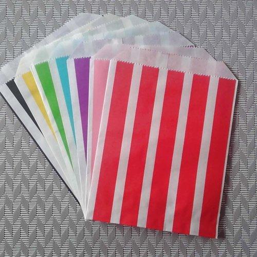 Lot de 7 pochettes / sachets en papier - 17cm x 13cm - motifs: rayures - emballage cadeau. pochettes papier.