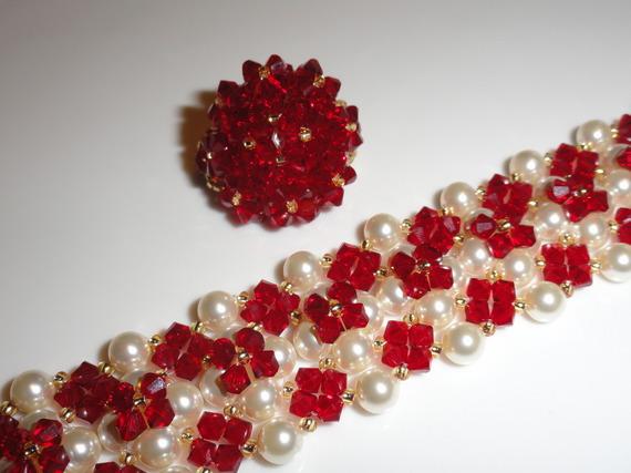 Parure rouge et blanc nacré en perles de cristal Swarovski: bague et bracelet manchette