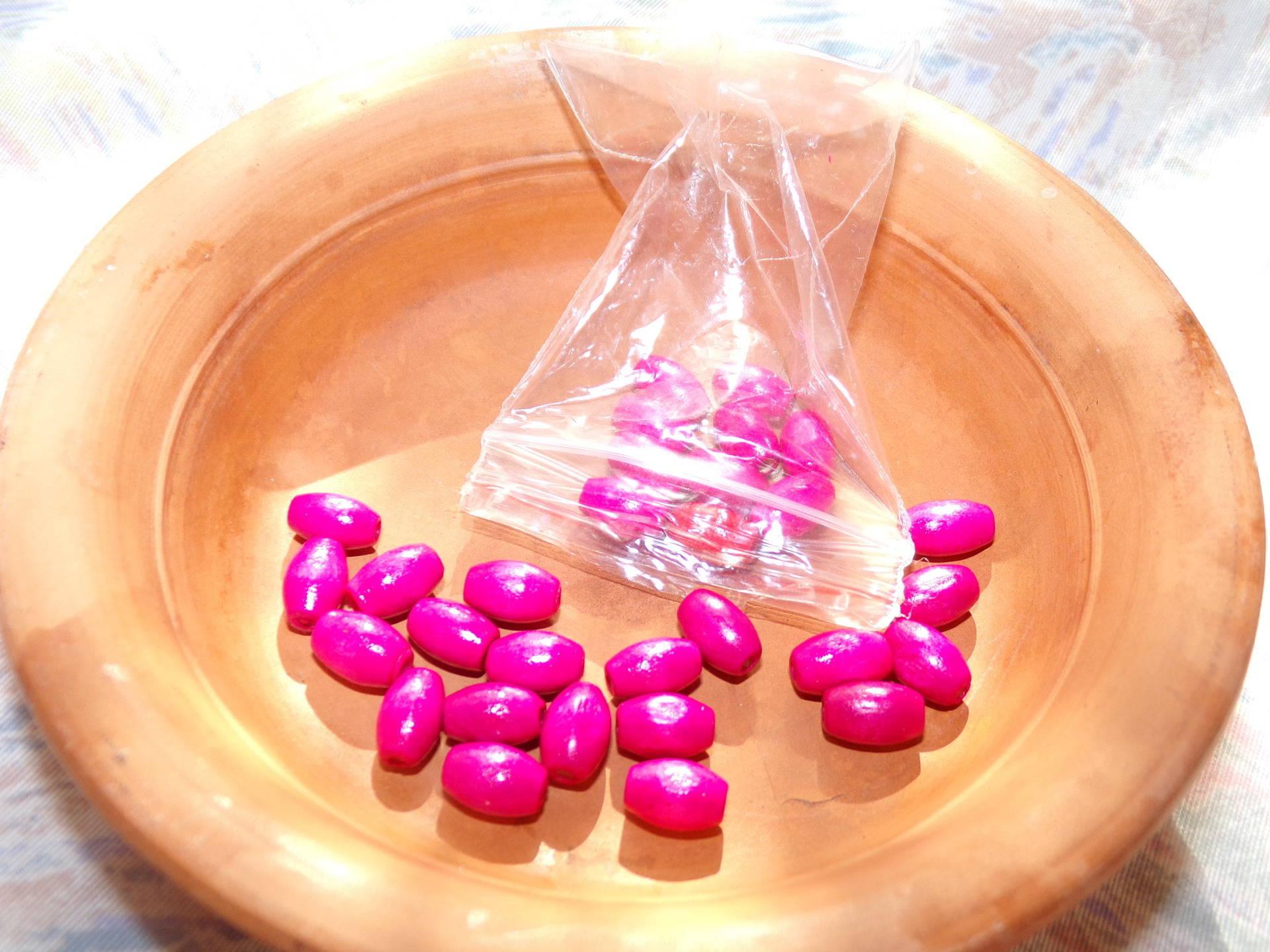 Lot perles olives en bois fuchsia 5x8mm