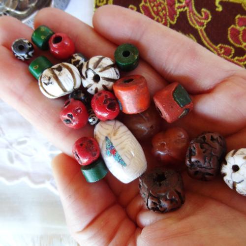 Lot 22 perles variées conque céramique rudraksha