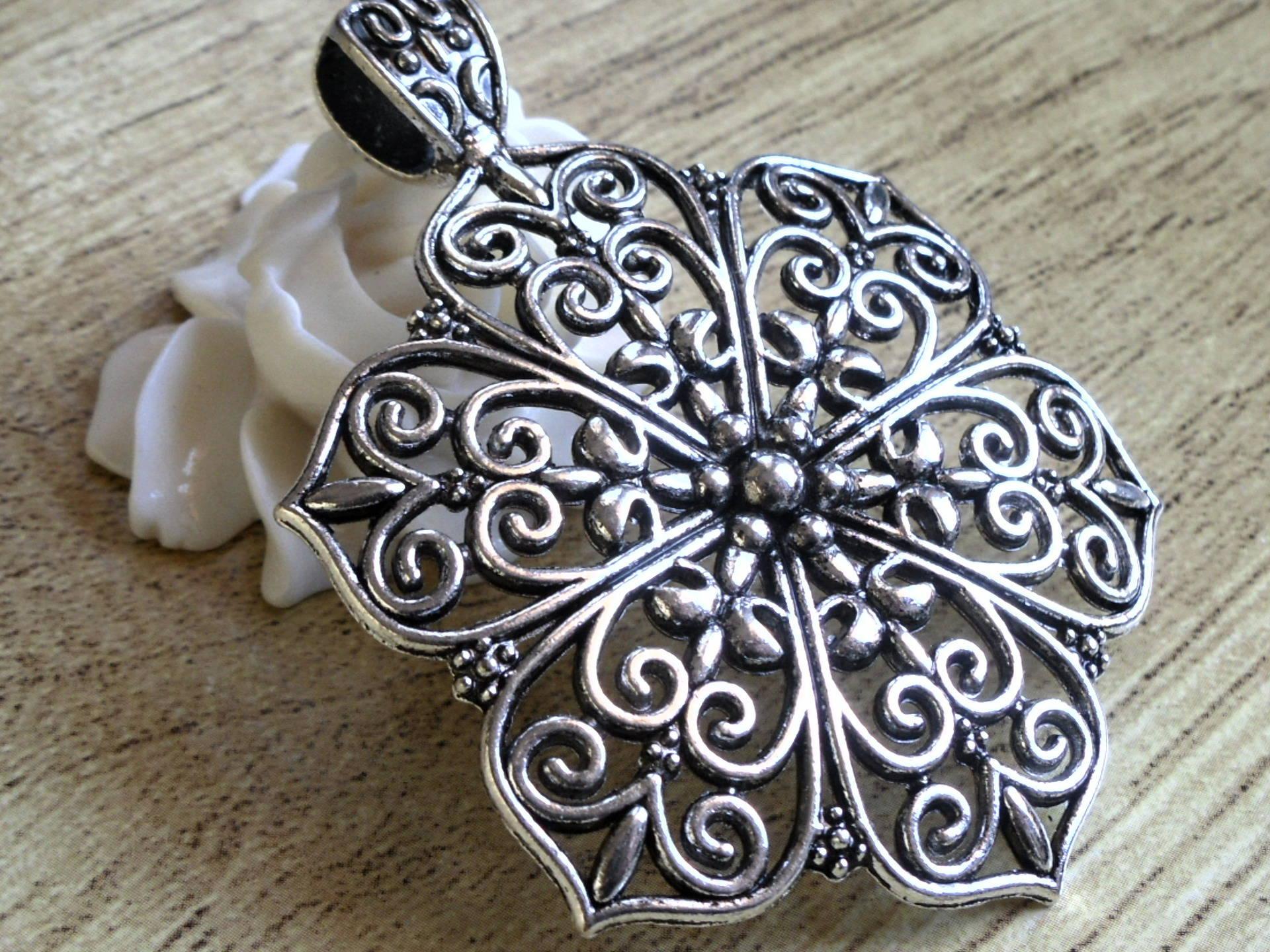 6 pendentifs fleur en argent tibétain 15 mm