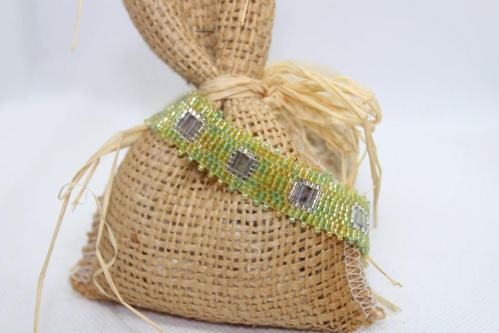 Bracelet mini mainchette en perles de verre chartreux et argenté