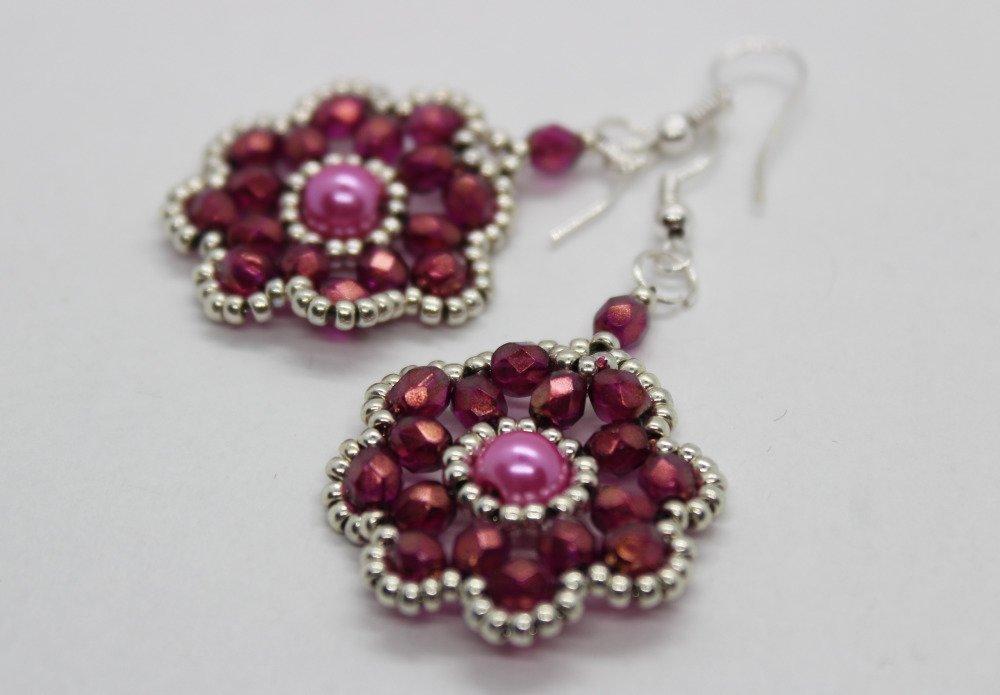 Boucles d'oreilles fleur en perles rose