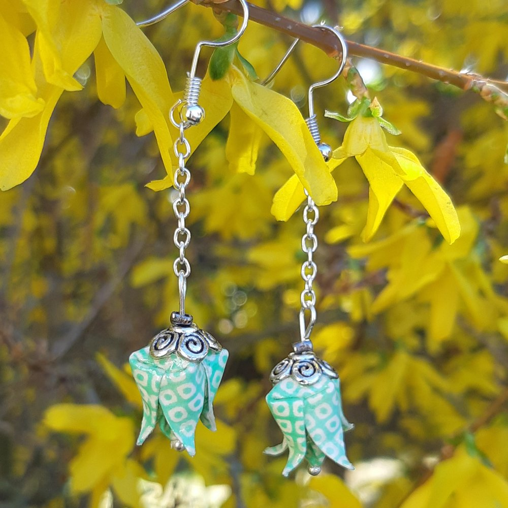 Boucles d'oreilles origami lotus menthe sur chaîne argentée