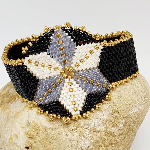 Bracelet femme perles de rocaille, forme étoile, , bracelet jeune fille, en  perle de rocaille , noir gris blanc et doré ,