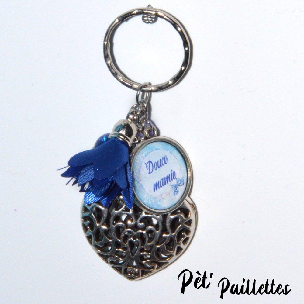 """Porte clés coeur et pompon fleur """"Douce mamie"""" idée cadeau fête des grands mères"""