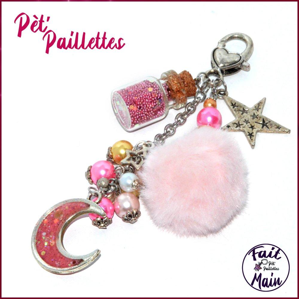 """Bijou de sac en perles de verre et résine """"Croissant de lune"""" tons roses"""