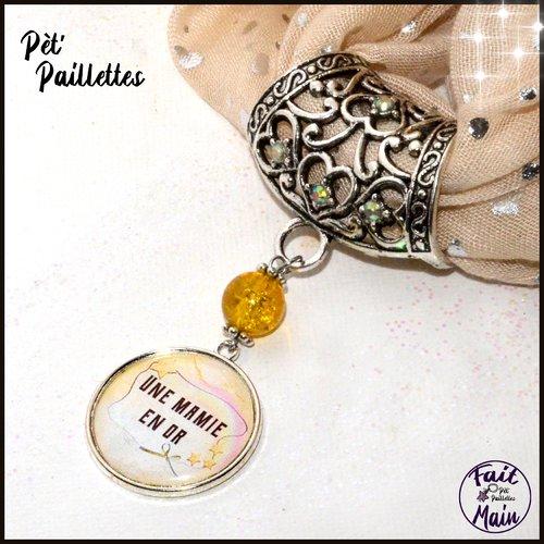 Bijou de foulard à texte: une mamie en or, tons jaunes et argents - accessoire pour foulard - fête des grands mères