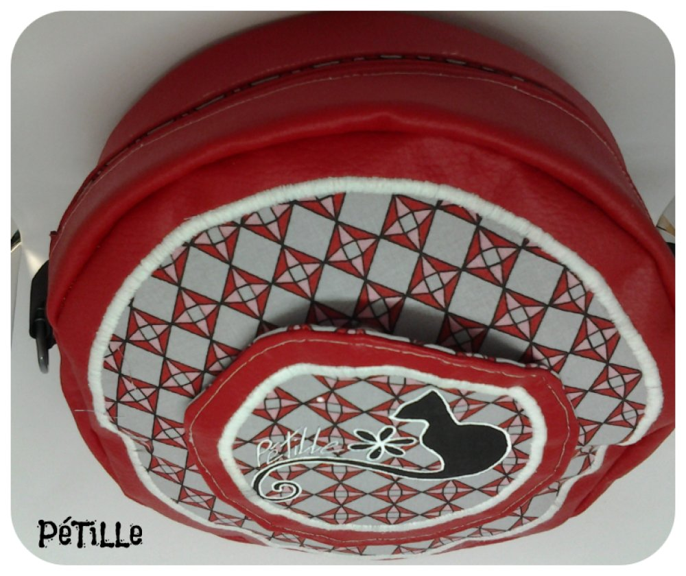 Sac forme ronde rouge dessin chat