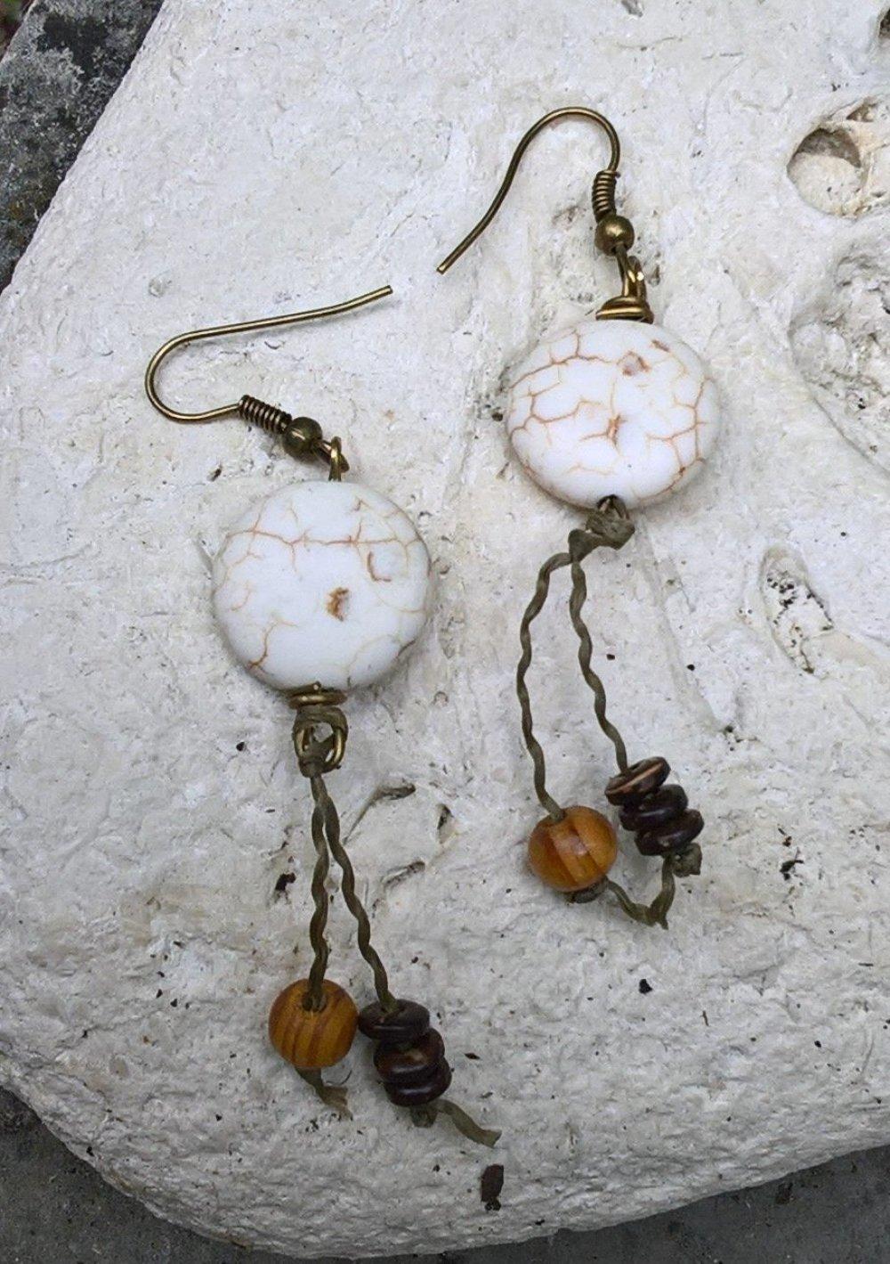 Boucles d'oreille  perle blanche, bois et coco