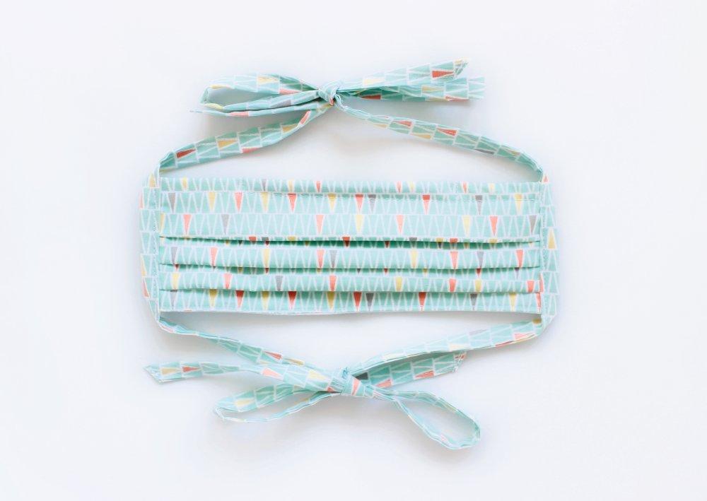 Masque de protection, Masque barrière ajustable avec lanières à nouer et barrette métallique Triangles turquoises