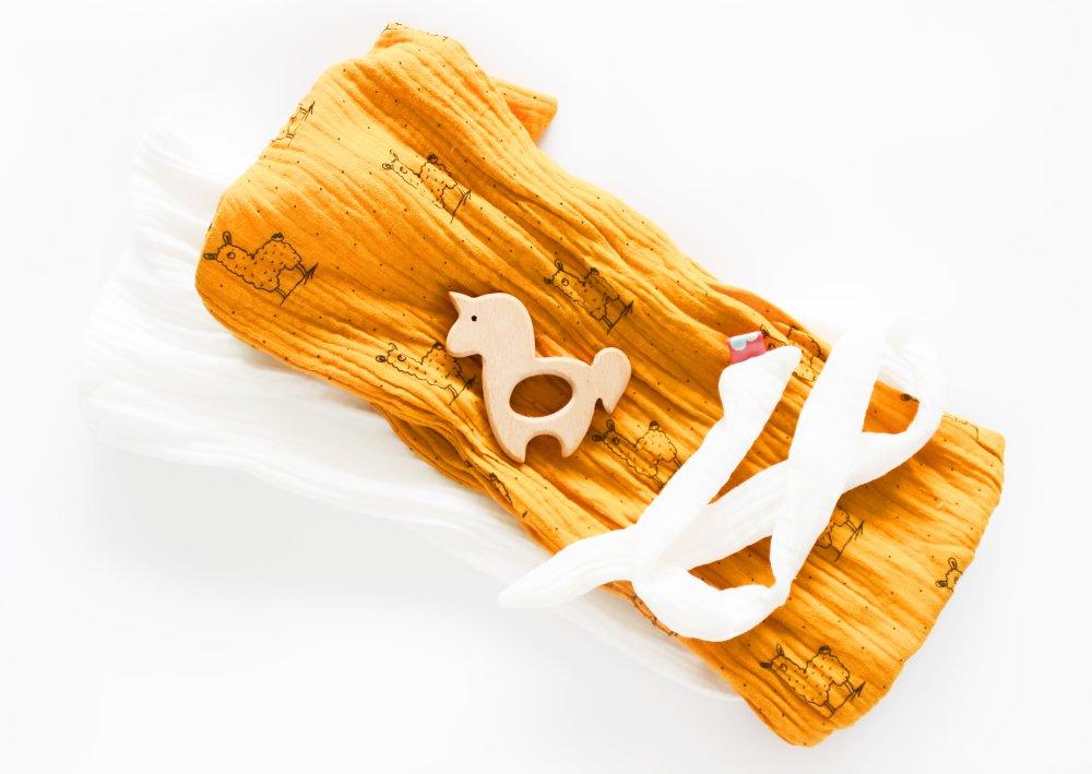 Doudou lange en mousseline, double gaze, avec anneau de dentition Licorne Lamas moutarde blanc