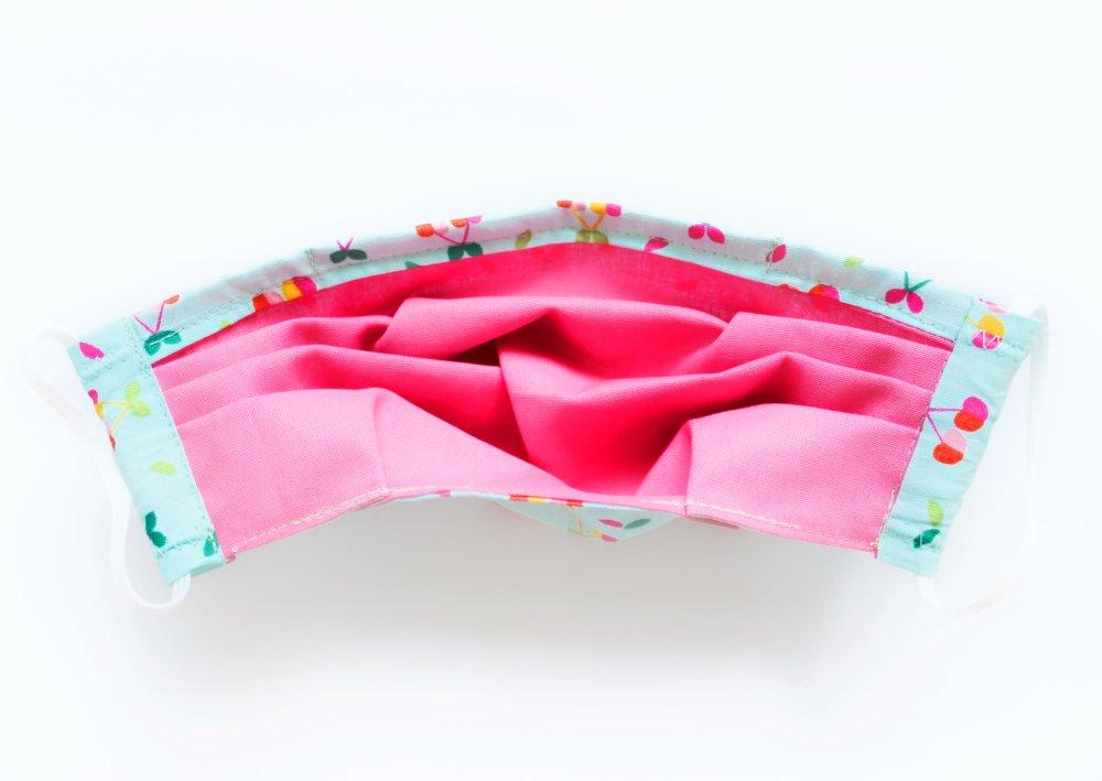 Masque de protection, Masque barrière ajustable avec barrette métallique et élastiques pour oreilles Cerises turquoise