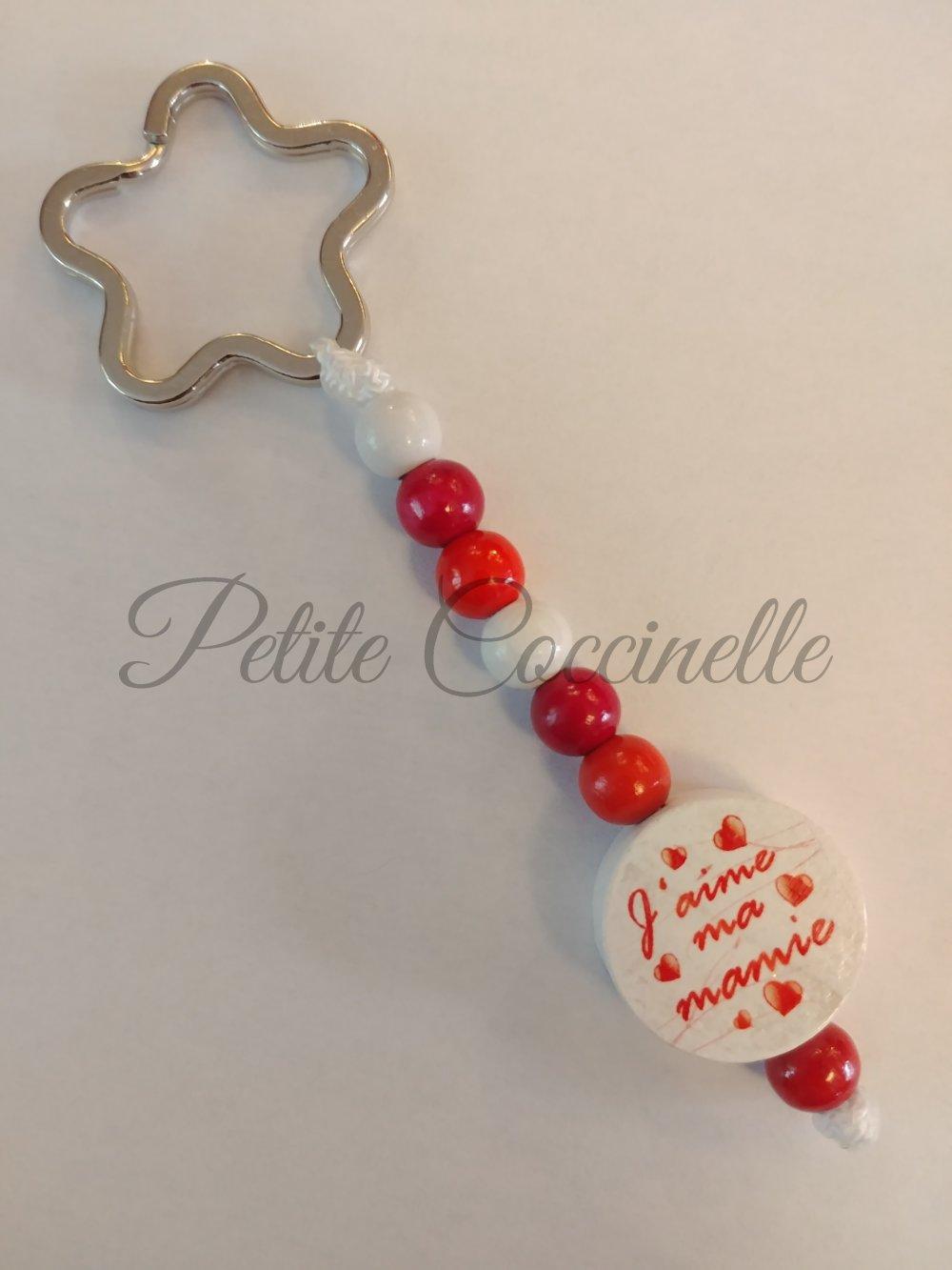 """Porte clefs ou accessoire décoratif """"J'aime ma mamie"""" couleurs des perles à personnaliser, +1 euro par brin PRENOM en plus"""