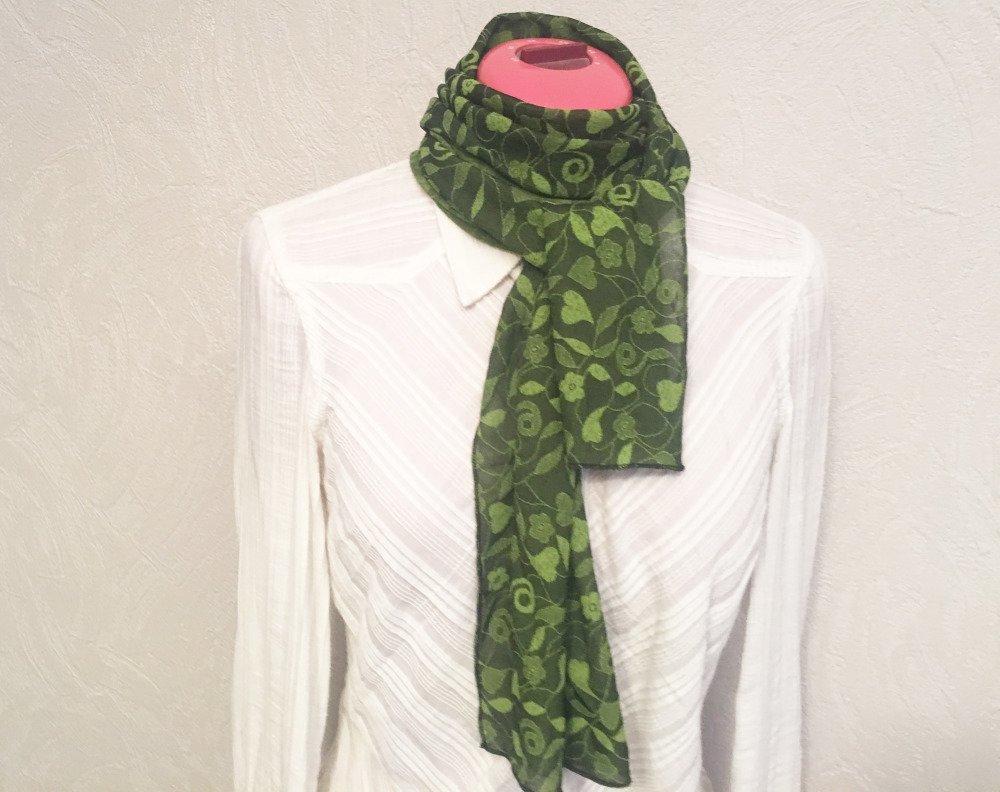 Foulard La petite étole motifs végétaux, douce et chaude (modèle 42)