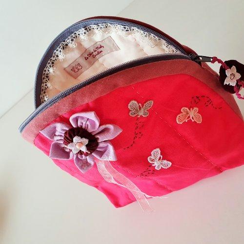 Pochette, trousse zippée en coton rose décor fleur tissu,  papillons et leurs volutes
