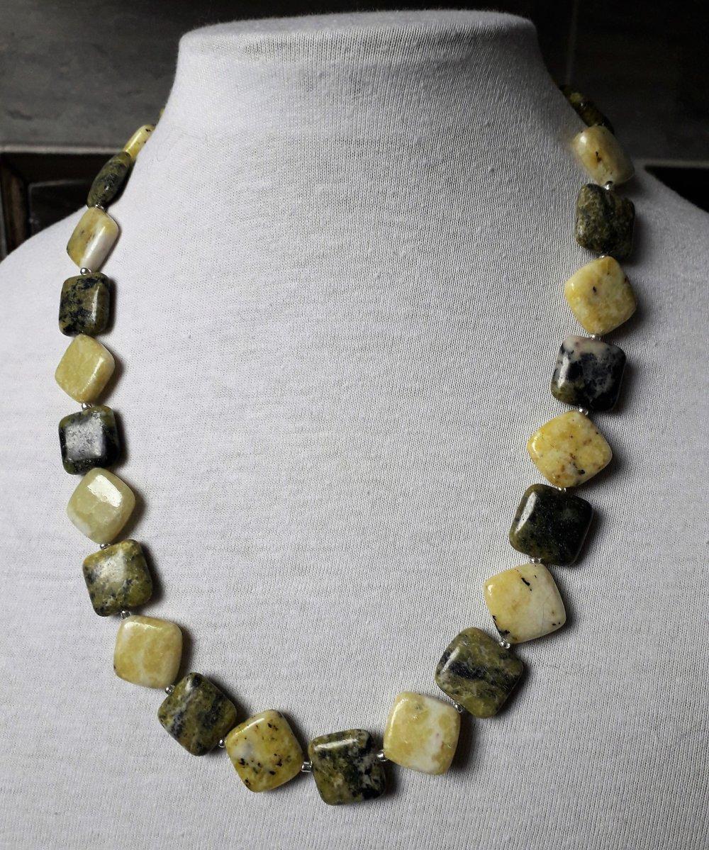 collier en pierre naturelle de serpentine et jaspe