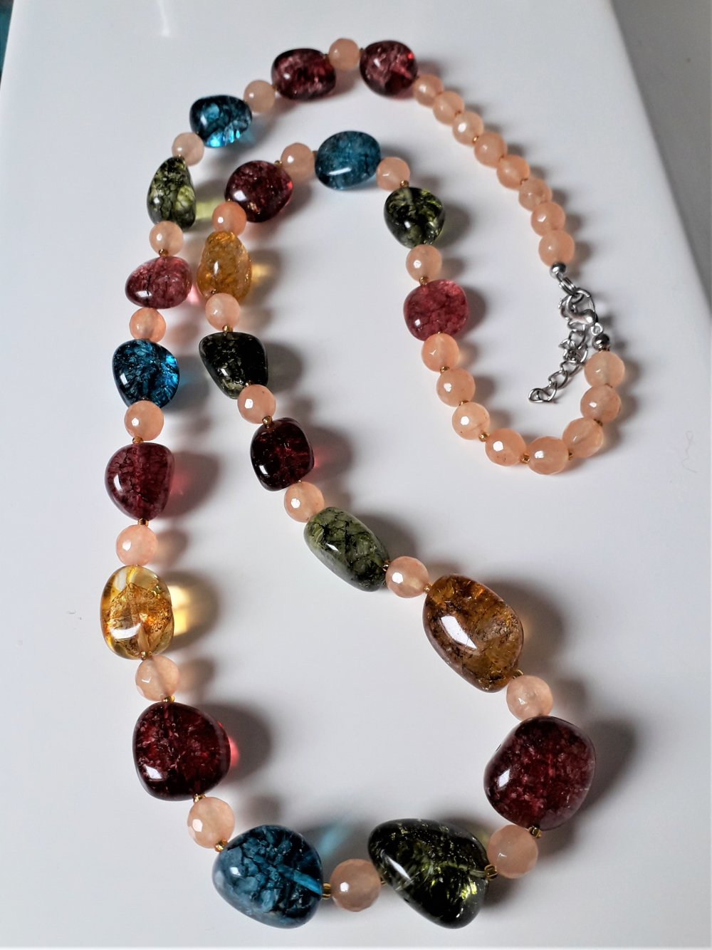 collier long en pierres de tourmaline multicolore