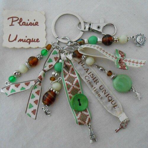 Porte clés bijoux de sac rubans  vert ecru et marron