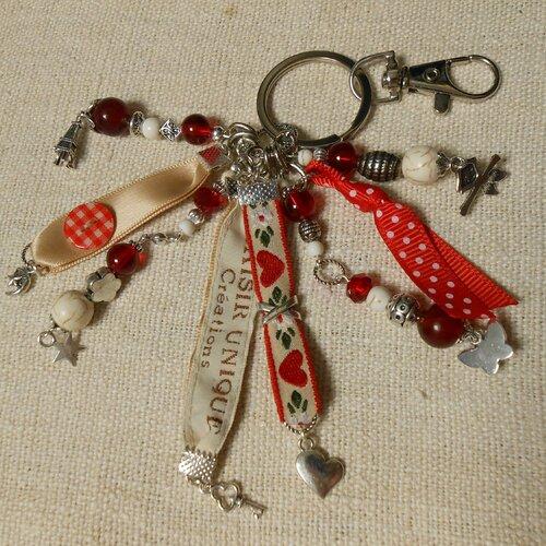 Porte clés bijoux de sac perles  rubans coeur rouge ecru