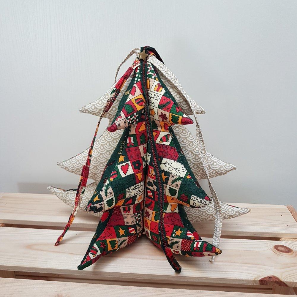 Sapin De Noel Decoration Traditionnelle décoration de noël, sapin de noël, couleurs traditionnelles vert, rouge,  doré et blanc
