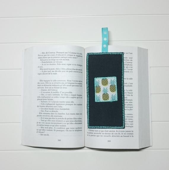 Marque page en tissu scandinave mini triangles et toile noire avec appliqué ananas