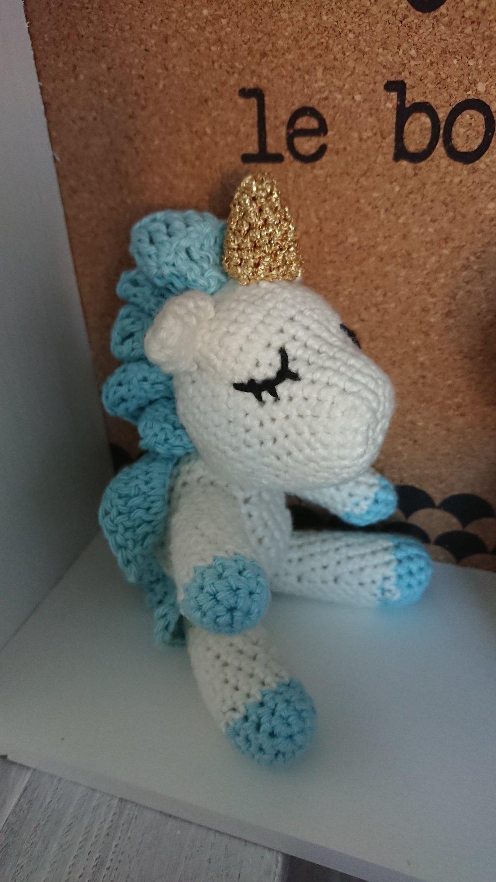 Licorne blanche et bleue