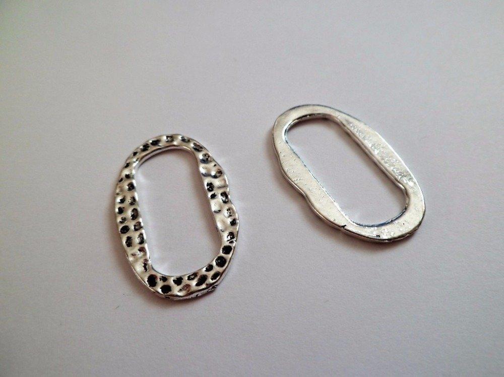 Anneaux ovales et martelés de couleur argent antique