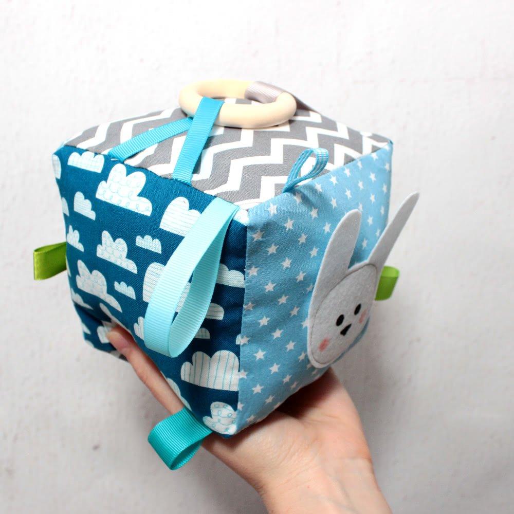 Cube d'éveil pour bébé en coton Oeko -Tex, Hochet, Doudou, Jouet bébé, Cadeau naissance garçon