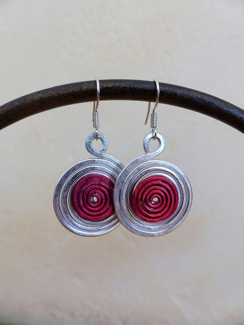 boucles d'oreilles spirales argentées-rouges