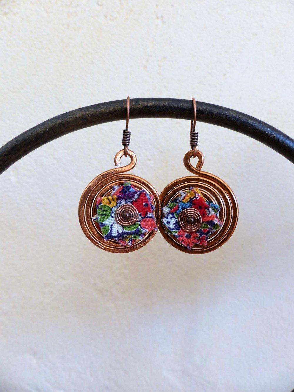 boucles d'oreilles spirales cuivrées-liberty fleuri