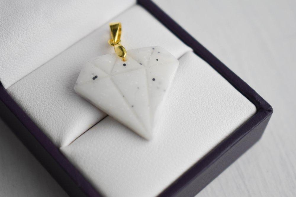 Pendentif en polymère : Diamant origami blanc