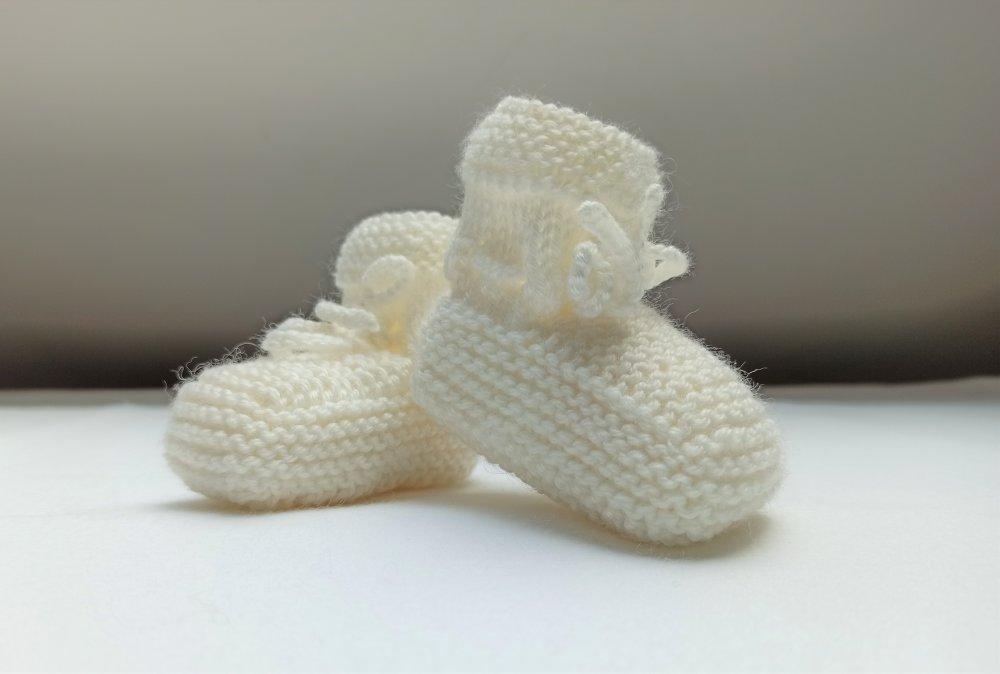 Chaussons bébé tricotés main, laine bébé, taille naissance à 3 mois, blanc