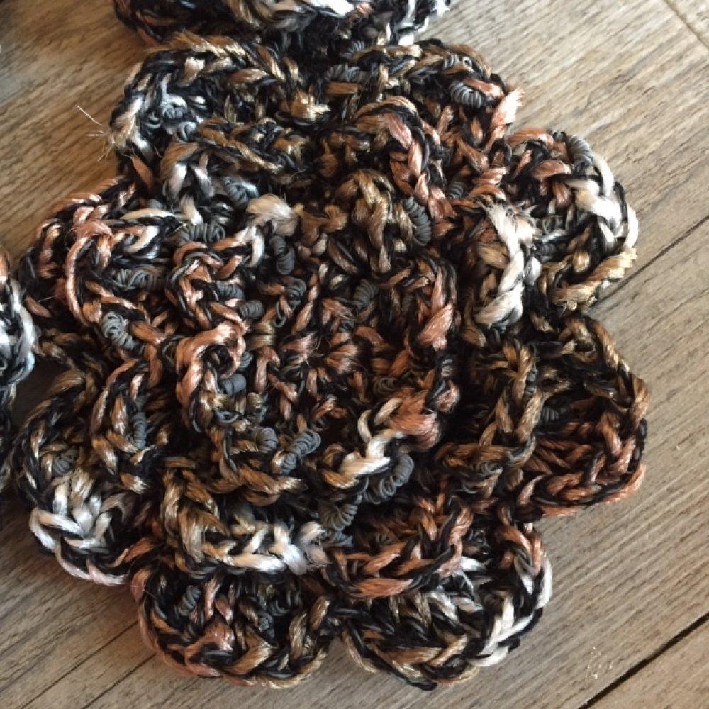 Fleur crochetée en laine