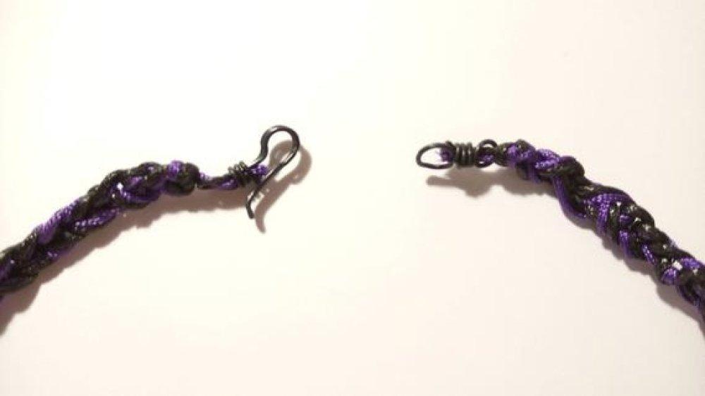 Collier cordon noir et violet avec une perle de Cristal de roche
