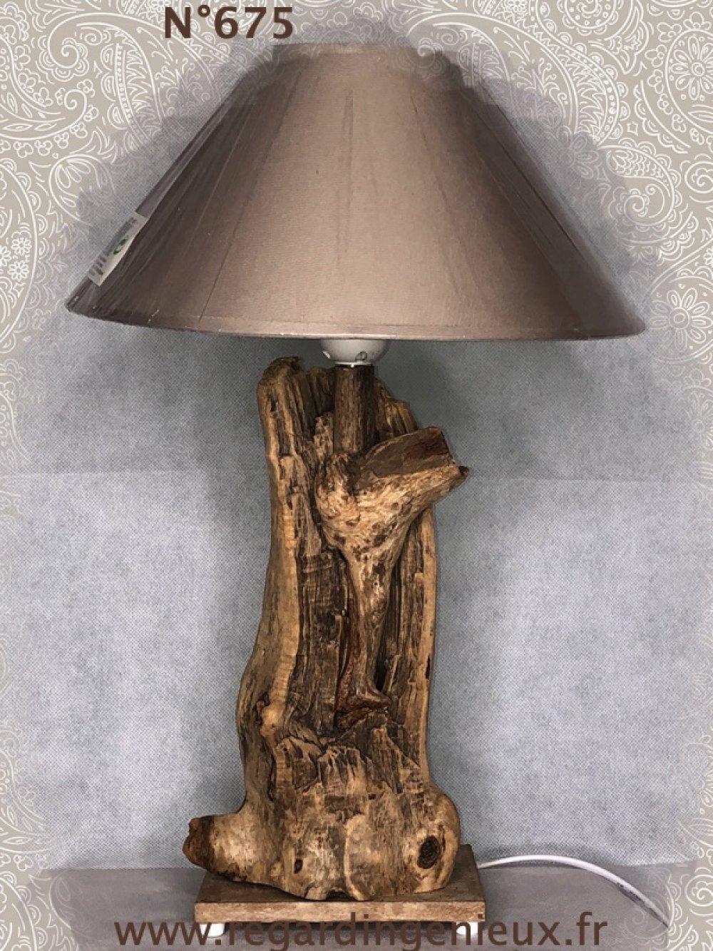 Lampe n°675 en bois flotte. Fabrication artisanale.