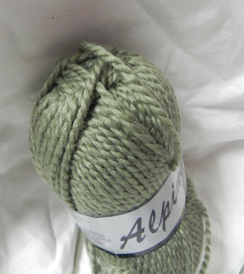 lot de 2 pelotes de laine kaki  50 % acrylique 50 % laine aiguille 6 à 7