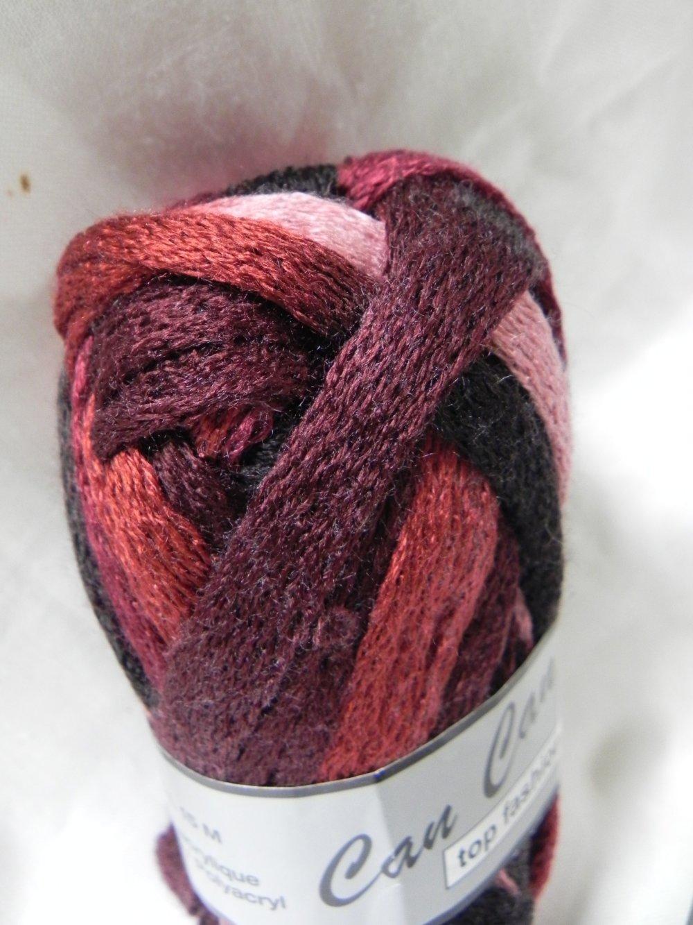 lot de 2 pelotes de laine tons bordeaux /noirs  pour 1 écharpe