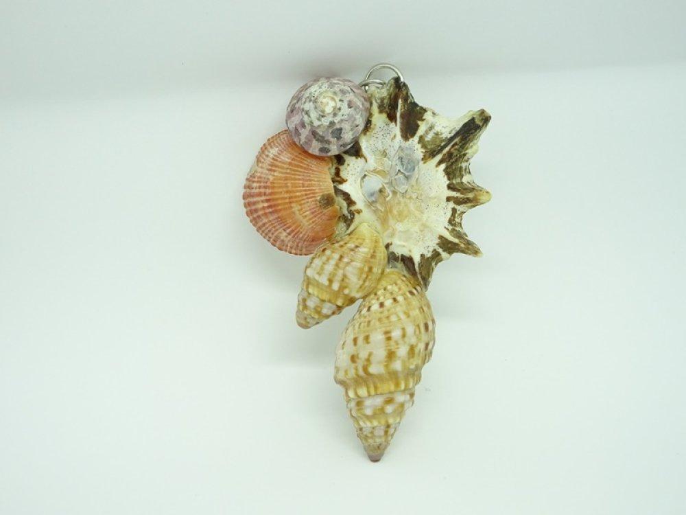 Bijoux femme. Pendentif en coquillages d'Afrique du Sud. Upcycling. Matériaux recyclés. Bijoux originaux