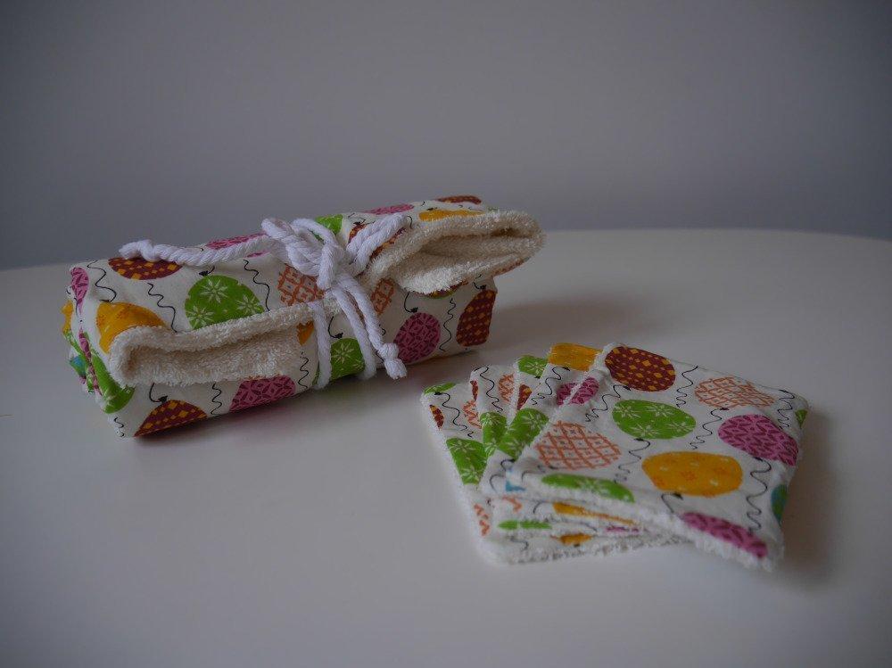 Tapis à langer nomade rose/jaune/vert et ses lingettes